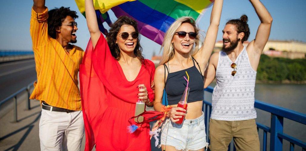 cover-ไม่แคร์ LGBT ถือว่าพลาด